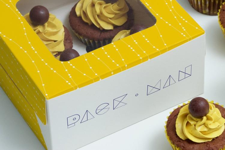 free-cupcake-boxes-mockup